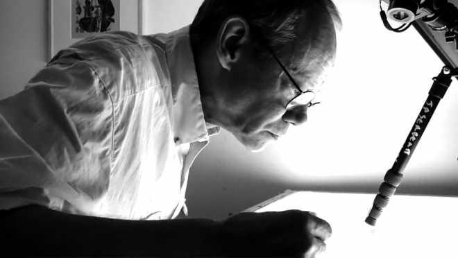 Portrait-Vidéo de l'artiste scotchant les films positifs des Shakti-Yoni: Ecstatic Cosmic Dances #69