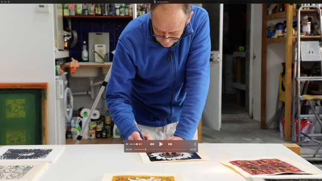 Portrait-Vidéo de l'artiste signant la série des Shakti-Yoni: Ecstatic Cosmic Dances #34