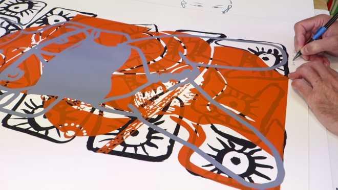 Au travail sur la série des Bones, Flowers & Ropes #6 : signer les œuvres sérigraphiées