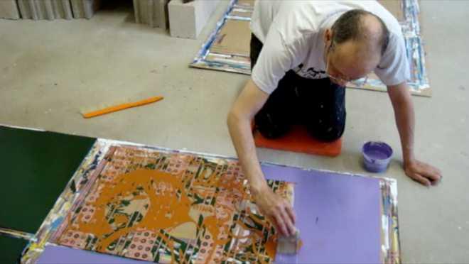 Au travail sur la série des Entropic Suites #19 : peindre 3 couches d'acrylique